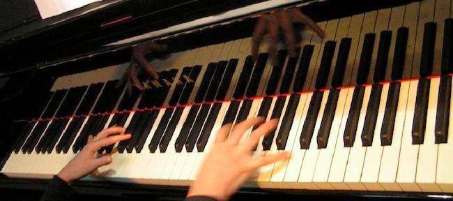 Exercices pour l'indépendance des mains au piano